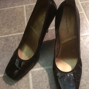 NEW LISTING! TAHARI Brown Faux Leather Pump